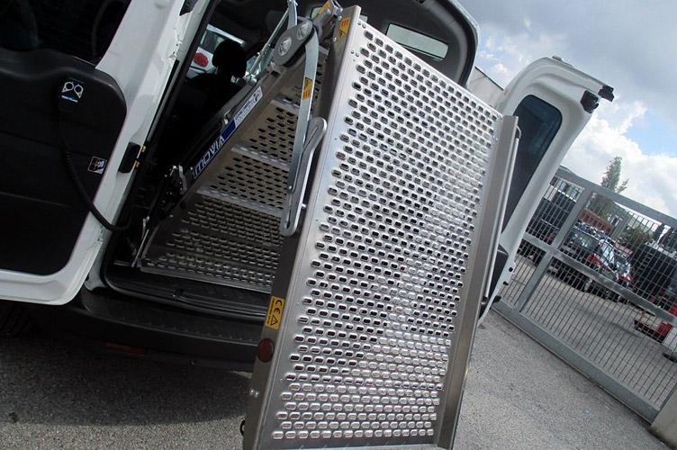 Doblo allestito per il trasporto disabili