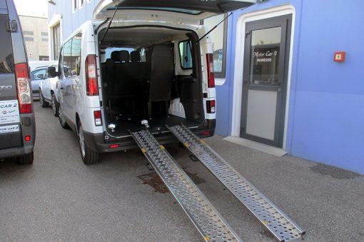 Opel Vivaro con scivoli telescopici