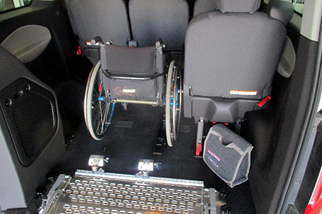 Ford Custom con rampa Movia