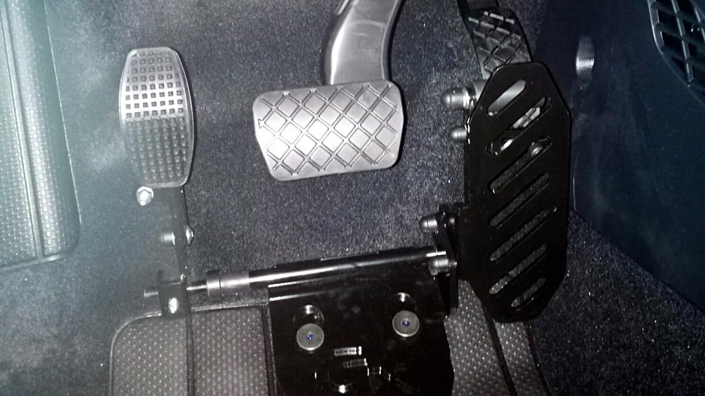 pedale acceleratore a sinistra - versione a pavimento