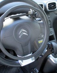 acceleratore a cerchio sopra al volante